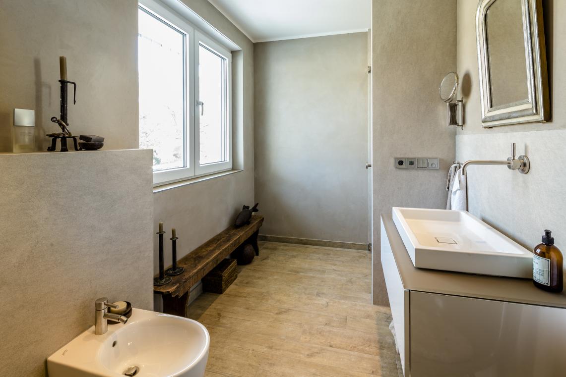Bad in moderner Landhaus-Optik